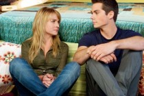 The First Time | Dylan O'Brien e Britt Robertson no primeiro pôster para a comédia teen