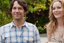 This is 40 | Paul Rudd e Megan Fox de biquini no clipe inédito para comédia