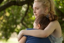 Assista ao TRAILER do drama VERY GOOD GIRLS, com Dakota Fanning e Elizabeth Olsen