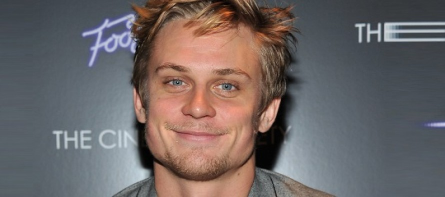 Billy Magnussen substitui Jake Gyllenhaal na adaptação do musical para Disney, Into the Woods