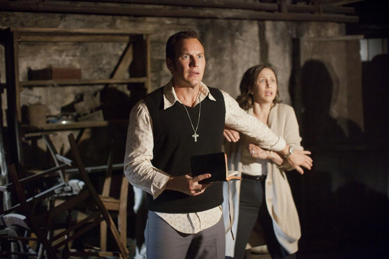The Conjuring-Official Poster Banner PROMO PHOTO-14Marco2013-04