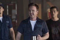 Aaron Paul ensina pilotagem em VÍDEOS FEATURETTES de NEED FOR SPEED, adaptação da DreamWorks