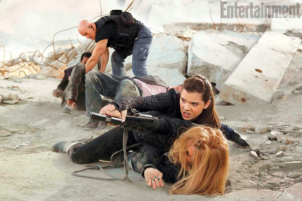 Barely LethalHailee Steinfeld and Jessica Alba (on ground)
