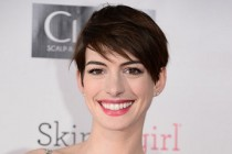 Anne Hathaway cotada para substituir Reese Witherspoon na comédia THE INTERN