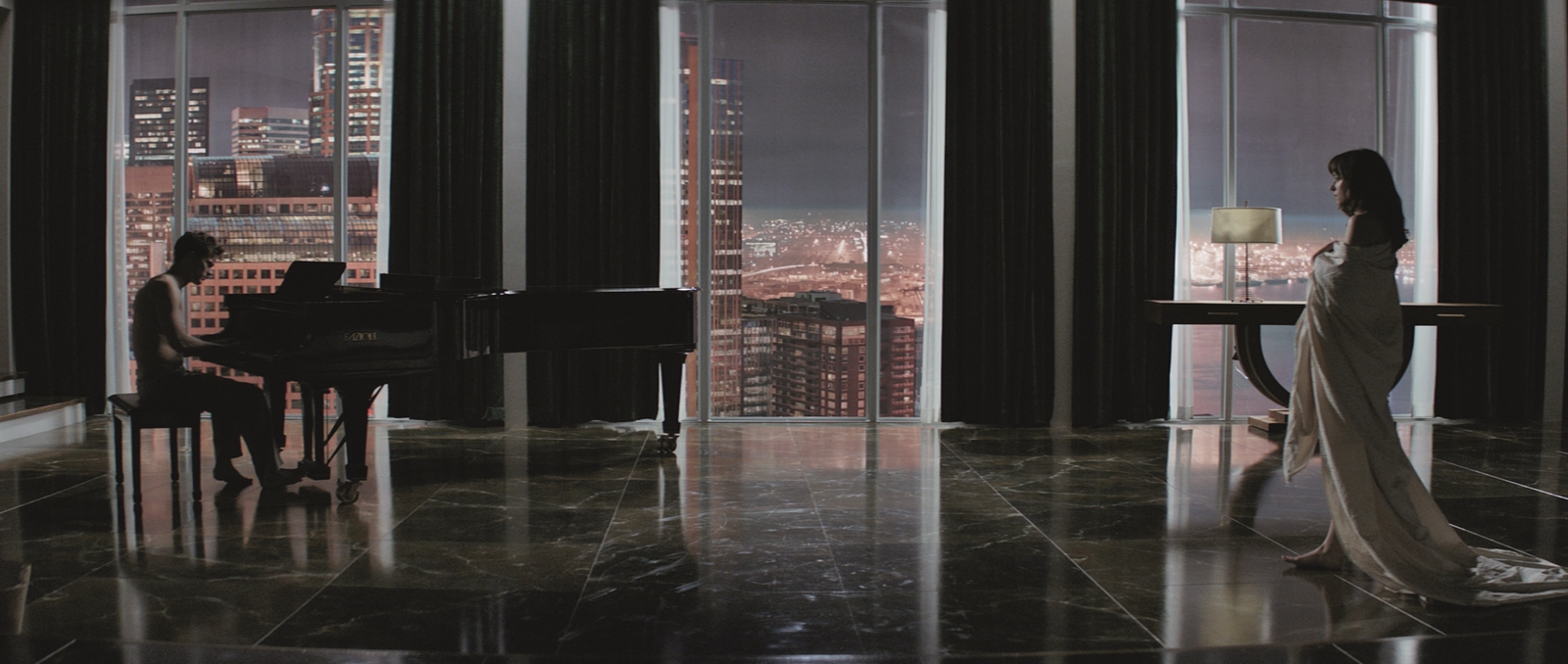 Fifty Shades of Grey-Official Poster Banner PROMO PHOTOS-28JULHO2014-02