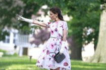 Katie Holmes como pistoleira no TRAILER de MISS MEADOWS