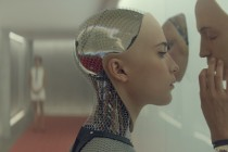Alicia Vikander como robô com inteligência artificial no PÔSTER de EX MACHINA
