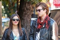 Victoria Justice e Pierson Fode no CLIPE da adaptação NAOMI AND ELY'S NO KISS LIST