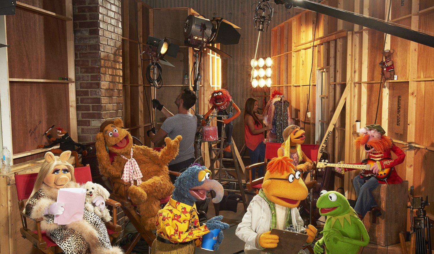 MISS PIGGY, PEPE THE KING PRAWN, FOZZIE BEAR, THE GREAT GONZO, ANIMAL, SCOOTER, JANICE, KERMIT THE FROG, FLOYD PEPPER