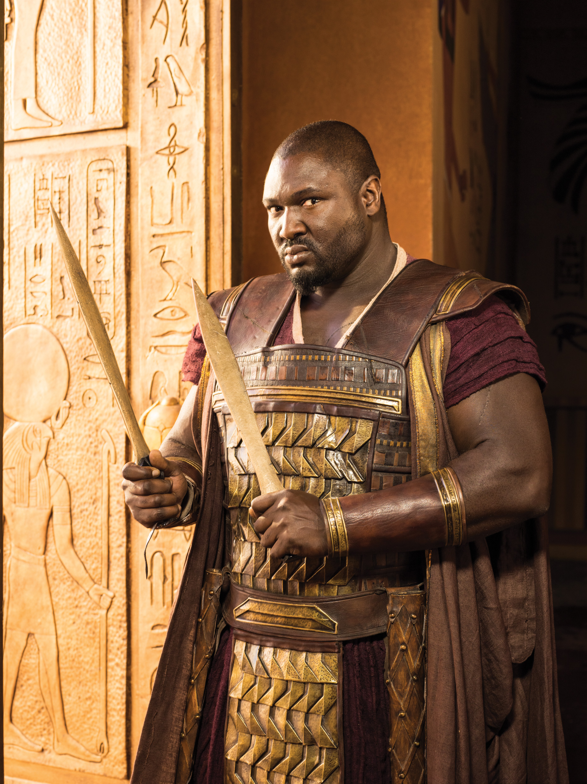 Nonso-Anozie-as-General-Horemheb_204000