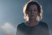 Michelle Fairley aparece em teaser exclusivo de Crossing Lines