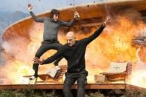 Sacha Baron Cohen e Mark Strong são irmãos tentando salvar o mundo no TRAILER de THE BROTHERS GRIMSBY