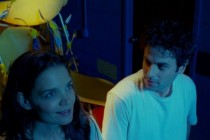 Katie Holmes e Luke Kirby vivem romance em hospital psiquiátrico no TRAILER de TOUCHED WITH