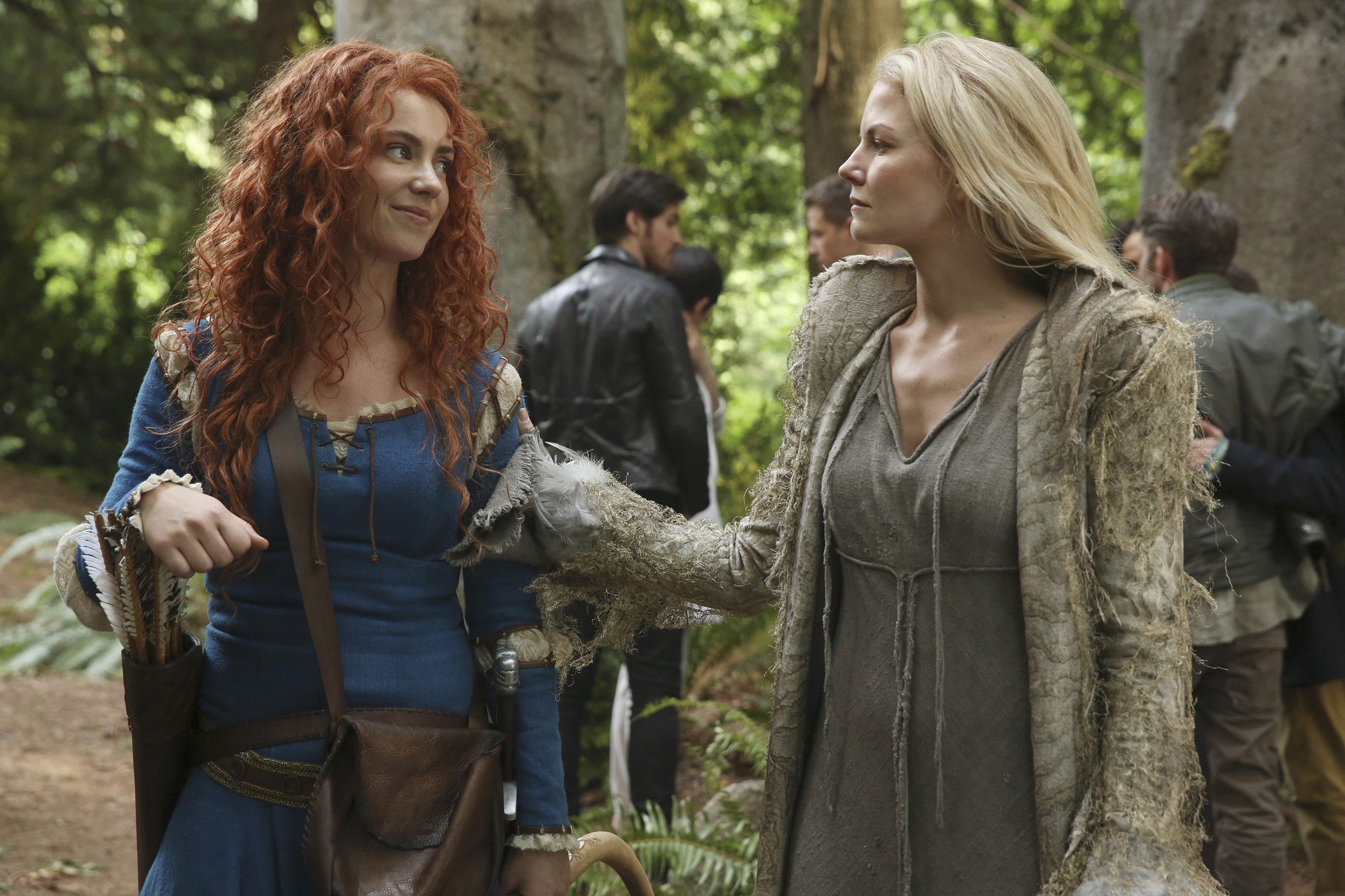 FOREGROUND: AMY MANSON, JENNIFER MORRISON