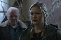 Julia Stiles e Anthony Hopkins estrelam primeiro TRAILER do suspense O WITH ME