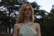 Thriller com Elle Fanning, THE NEON DEMON ganha CLIPES, COMERCIAL e PÔSTER!