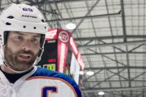 Novo trailer de 'Goon: Last of the Enforcers' tem confronto entre Seann William Scott e Liev Schreiber