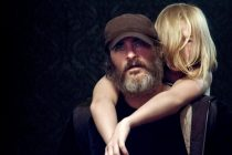 Joaquin Phoenix resgata mulheres no trailer do thriller 'You Were Never Really Here'