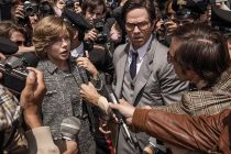 Michelle Williams tem filho sequestrado no trailer de 'All The Money In The World'
